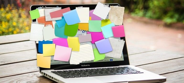 a laptop with post-its as a symbol of citations building service